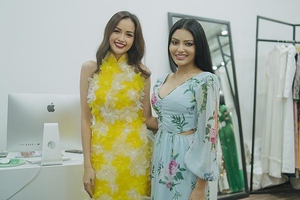 Sanjna Suri chúc mừng Ngọc Châu vào top 10 Miss Supranational. Cả hai tỏ ra hợp nhau, nhanh chóng kết bạn và ôn lại những câu chuyện ở hậu trường cuộc thi sắc đẹp từng tham dự.