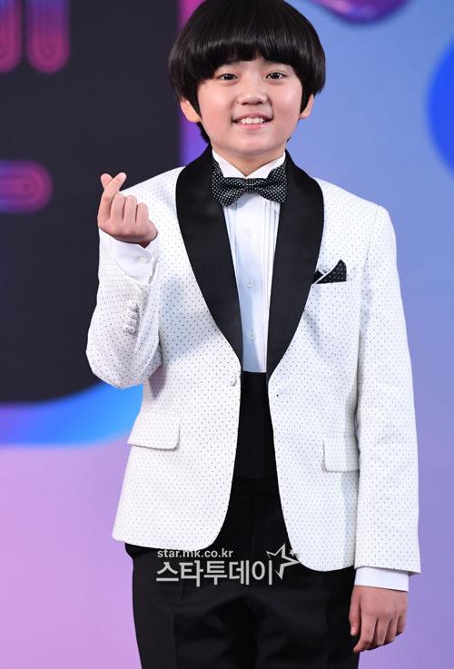 Nam diễn viên nhí Kim Kang Hoon quen thuộc với khán giả qua những bộ phim nhưMr. Sunshine, When the Camellia Blooms...