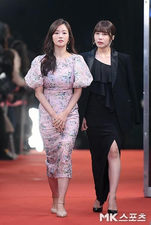 Jung Eun Ji và Yoon Bomi (Apink).