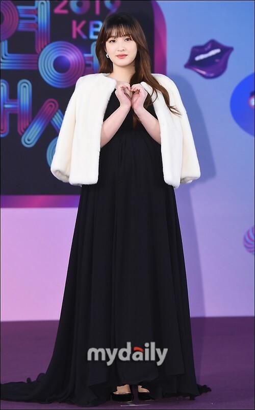 Yul Hee (cựu thành viên Laboum) xinh đẹp dù đang mang bầu