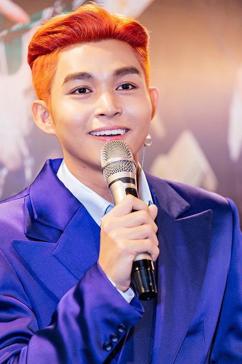 Jun Phạm trong ngày ra mắt MV.
