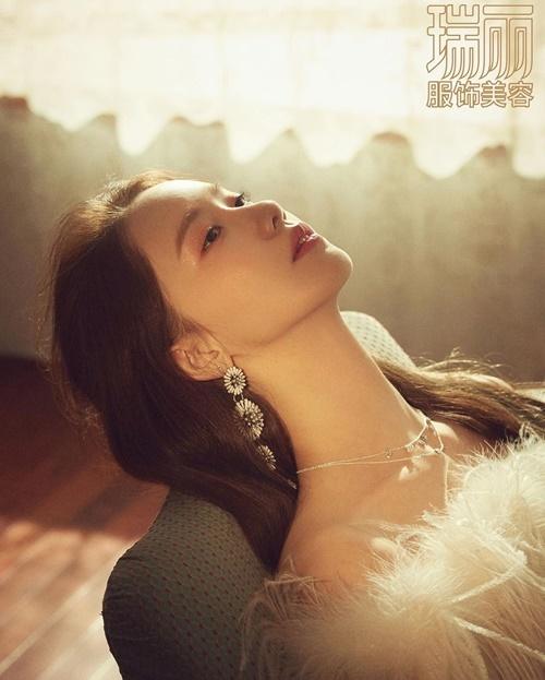 Yoona lộng lẫy trên một tạp chí về làm đẹp của Trung Quốc.
