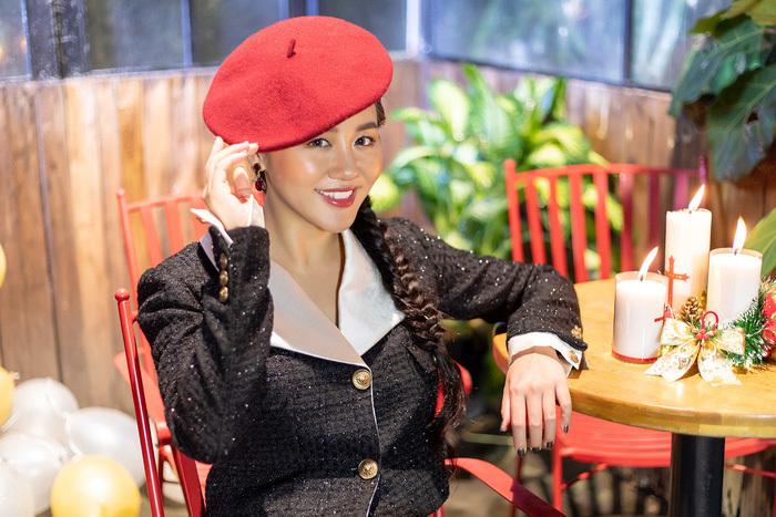Văn Mai Hương gợi nhớ hình tượng nữ ca sĩ Như Quỳnh thuở trẻ.
