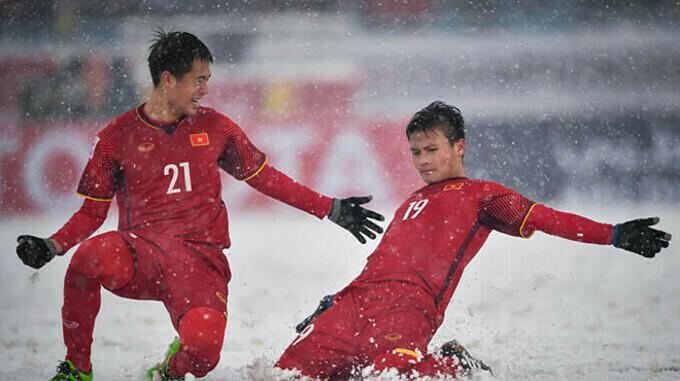 Quang Hải ăn mừng trong trận chung kết.