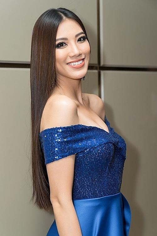 Kim Duyên trung thành với hình ảnh thanh lịch, nhẹ nhàng. Đầm cúp ngực tôn vòng một đầy đặn của người đẹp quê Cần Thơ.