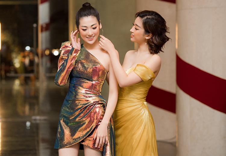 Có thời điểm, Tú Anh và Mỹ Linh bị nghi ngờ xích mích vì Mỹ Linh hẹn hò với bạn trai cũ của Tú Anh. Tuy nhiên, hai người đẹp vẫn giữ tình chị em thân thiết. Cả hai luôn ríu rít chuyện trò mỗi khi gặp gỡ.