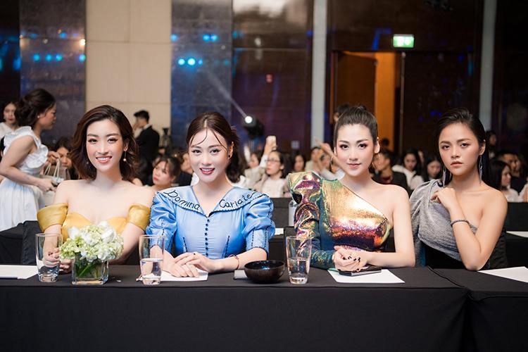 Trên hàng ghế khách mời còn có diễn viên Phương Oanh, Thu Quỳnh.