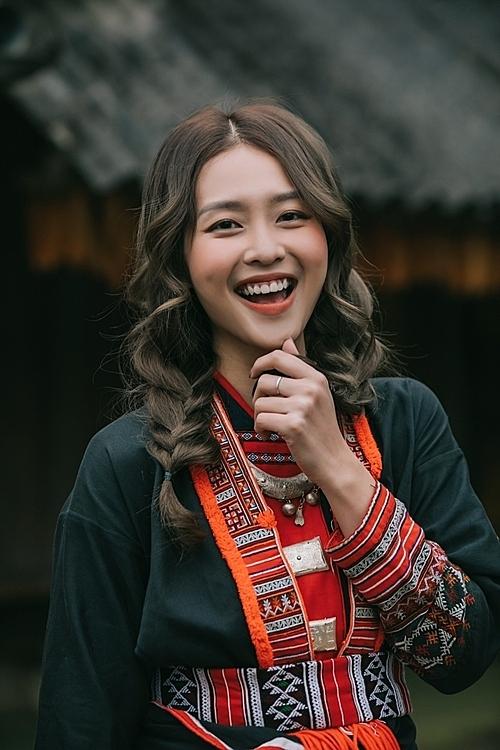 Hình ảnh Khả Ngân trong MV debut sắp ra mắt.