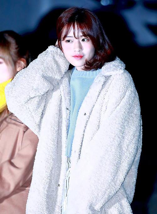 Yu Jin (IZONE) lăng xê xu hướng được sao Hàn chuộng nhất mùa đông năm nay.