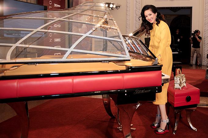 toàn bộ lợi nhuận của việc đấu giá cây đàn này cũng sẽ được trao tặng cho Dàn nhạc giao hưởng trẻ Sài Gòn (SPYO)  trong chuyến công diễn tại Đức sắp đến. Đây cũng là hành động nhằm ủng hộ và đồng hành cùng các tài năng âm nhạc Việt trẻ của Hoa hậu Giáng My.