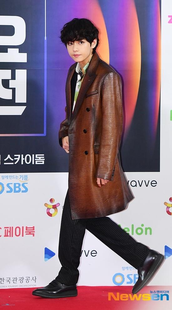 V và Tzuyu: Bộ đôi visual đỉnh nhất thảm đỏ SBS Gayo Daejeon - 3