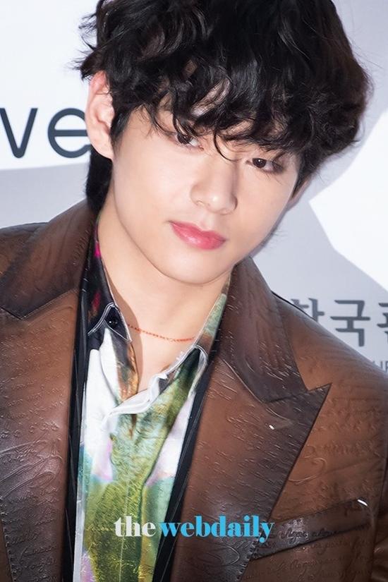 V và Tzuyu: Bộ đôi visual đỉnh nhất thảm đỏ SBS Gayo Daejeon - 5