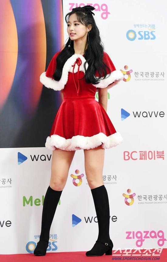 Vóc dáng cao ráo, số đo 3 vòng hoàn hảo của Tzuyu khiến cô nàng nổi bật trong đội hình Twice.