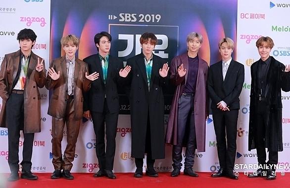 Chiều 25/12, sự kiện thảm đỏ SBS Gayo Daejeon diễn ra tại Gocheok Sky Dome với sự tham gia của nhiều nhóm nhạc, nghệ sĩ hàng đầu Kpop.