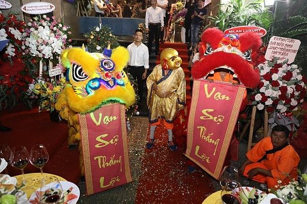 Múa lân mừng khai trương Boss Luxury 06 Cao Bá Quát, Hồ Chí Minh