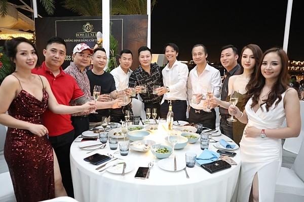 Những vị kháchtham dự bữa tiệc cùng Boss Luxury 06 Cao Bá Quát.