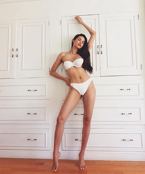 Trong bức ảnh nội y được Phạm Hươngđăng tải hồi tháng 8, cô có body quyến rũ, đường cong đồng hồ cát.