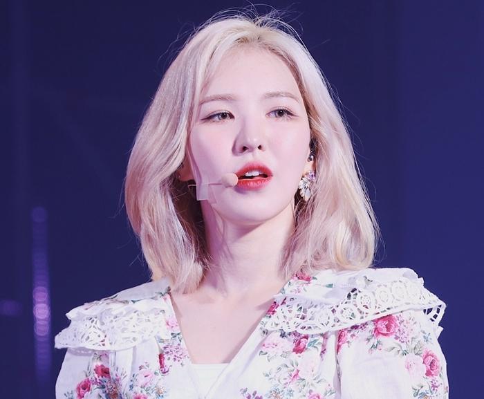 Wendy bị chấn thương nặng sau buổi tập duyệt SBS Gayo Daejun ngày 25/12.