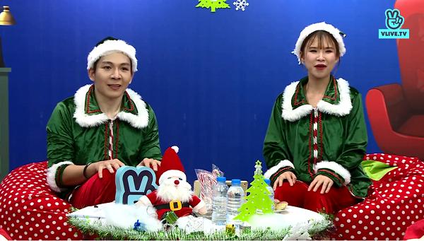 Cặp host xuất hiện trong chương trình tối 24/12 vừa qua diện đúng phong cách Giáng sinh, đồng thời cũng là chủ đề của manh mối thứ nhất cho chủ đề của show. Khởi My ngay tức thì đoán chả nhẽ chủ đề là Yêu tính, cô nàng nhìn chàng ông xã của mình đoán chủ đề Yêu tinh đô mặc crop top