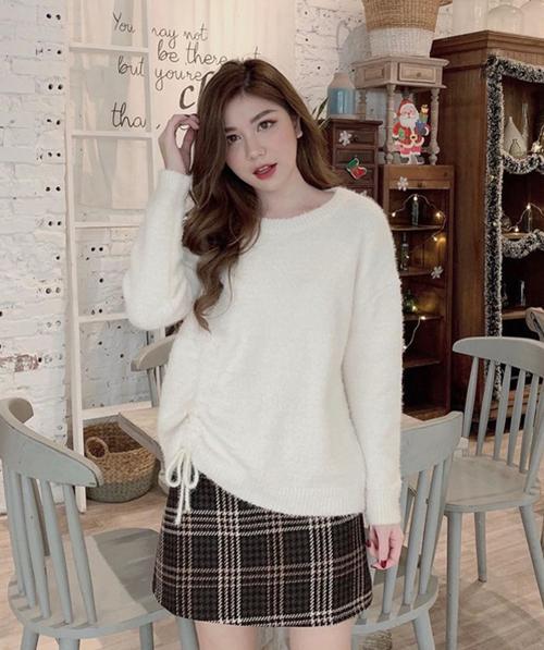 Ngoài việc trông rất ấm áp, thích hợp với những ngày đông lạnh giá, áo len xù còn có ưu điểm là chất liệu siêu mềm mại. Khi sờ, áo rất mịn tay, lúc mặc cũng không gây cảm giác ngứa ngáy khó chịu.