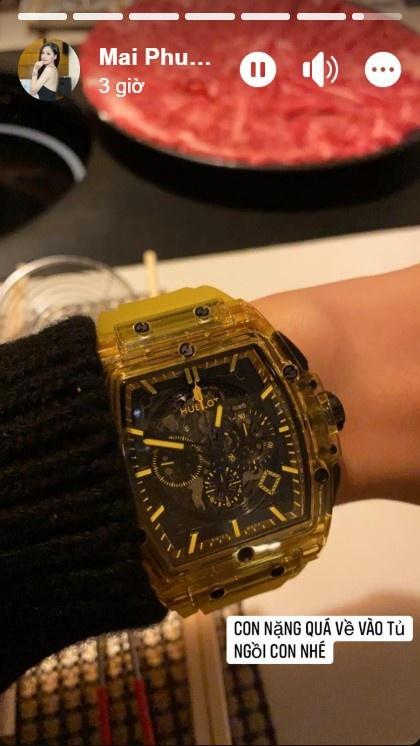 Chiếc đồng hồ mới sắm của Mai Phương Thúy.