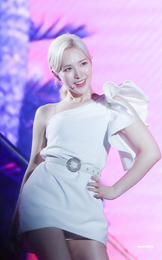 Red Velvet thoát kiếp mặc xấu nhờ đổi stylist - 15