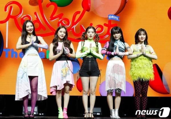 Red Velvet thoát kiếp mặc xấu khiến fan phấn khích