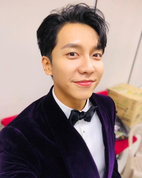Lee Seung Gi bảnh bao trong hậu trường SBS Entertainment Awards 2019.
