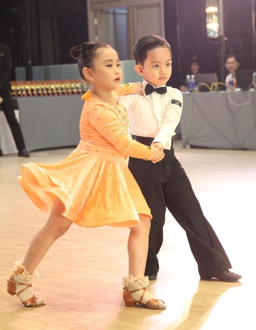 Kubi cùng bạn nhảy tham gia hai nội dung Paso (clip gửi kèm) và Samba.