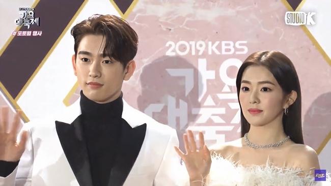 Irene đứng cạnh Jin Young mà fan cứ ngỡ đám cưới trong mơ