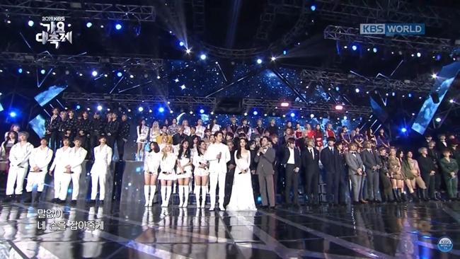 Irene đứng cạnh Jin Young mà fan cứ ngỡ đám cưới trong mơ - 3