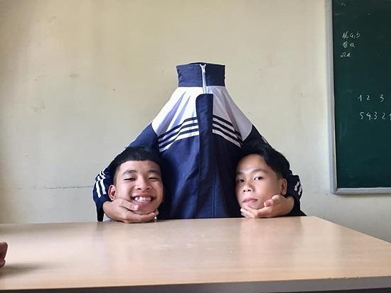 Hai nam học sinh với concept sáng tạo hơn.
