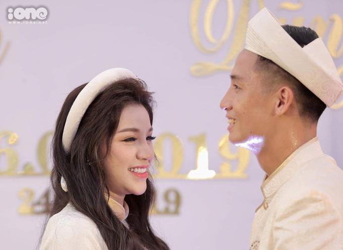 Bùi Tiến Dũng làm đám hỏi cùng cô dâu Khánh Linh.