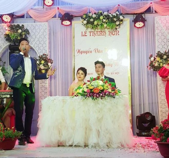 Đám cưới ấm cúng của Văn Hoàng được diễn ra tại quê nhà.