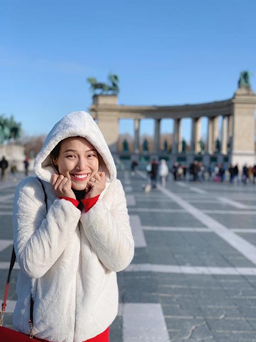 Hoàng Oanh đón chủ nhật cuối cùng của năm 2019 ở nước ngoài.