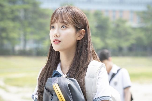 6 thần tượng tỏa sáng trên màn ảnh Hàn 2019 - 2
