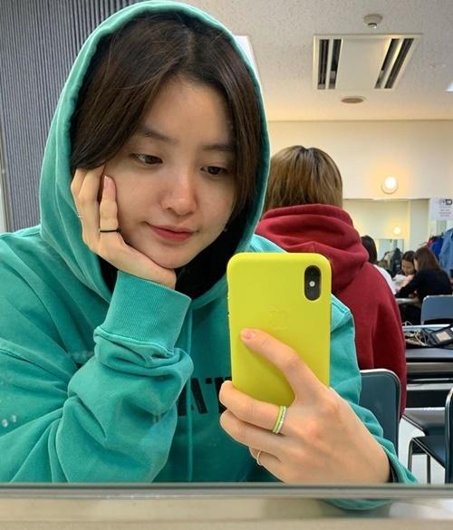 Jeong Hwa (EXID) tự tin khoe mặt mộc đáng yêu.