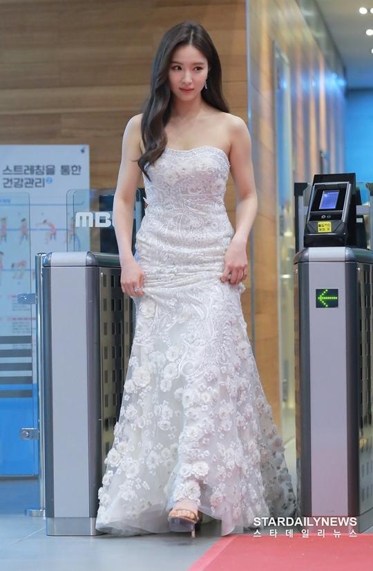 Shin Se Kyung khiến fan không thể rời mắt khỏi diện mạo lung linh như công chúa.