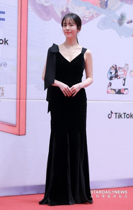 Mỹ nhân Hàn táo bạo khoe lưng trần trên thảm đỏ MBC Drama Awards - 4