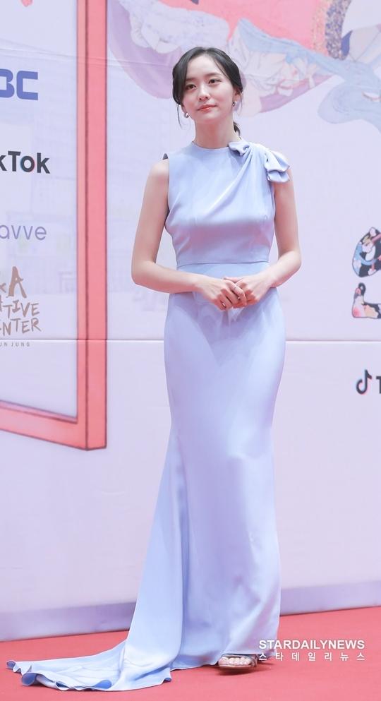 Mỹ nhân Hàn táo bạo khoe lưng trần trên thảm đỏ MBC Drama Awards - 9