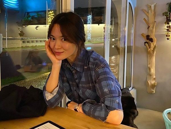 Song Hye Kyo có tâm trạng tốt trong chuyến du lịch Bồ Đào Nha.