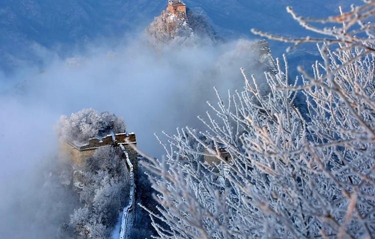 Một đoạn Vạn Lý Trường Thành trong tuyết phủ dày đặc. Ảnh: Xinhua.