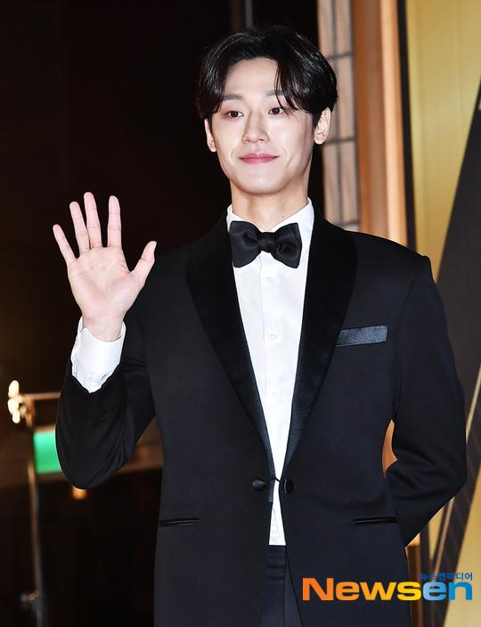 Lee Do Hyun gây chú ý nhờvai diễn trong Hotel Del Luna.