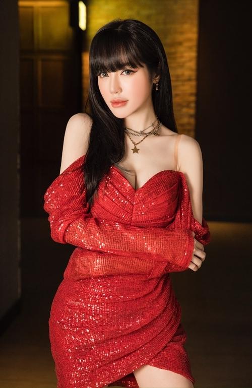 Elly Trần thừa nhận có ít bạn trong giới nghệ thuật. Với Nam Thư, Elly Trần nhận thấy đây là người bạn thật sự đáng trân trọng trong showbiz. Cô cũng nể phục tài năng vừa làm diễn viên, đạo diễn, nhà sản xuất phim của bạn mình.