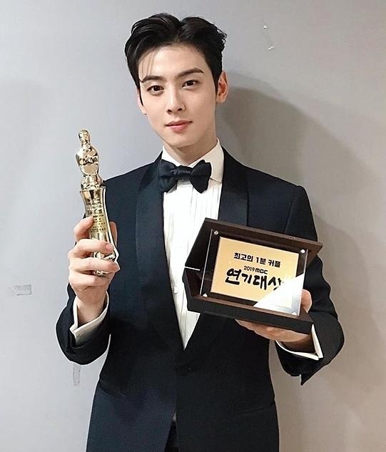 Cha Eun Woo thắng giải diễn viên xuất sắc, netizen tự hỏi có trao nhầm không?