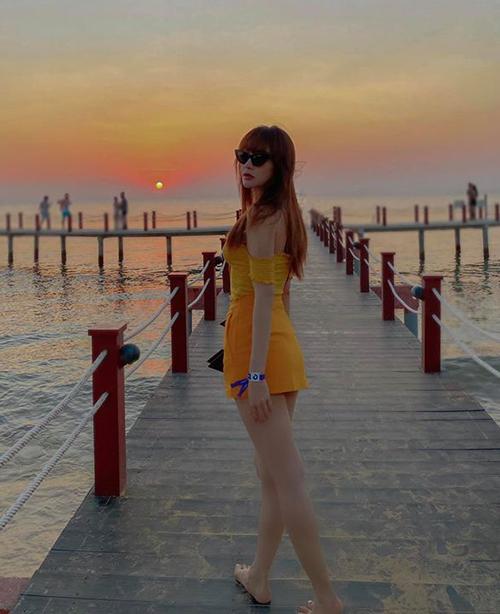 Minh Hằng khoe dáng nuột trên biển Phú Quốc.