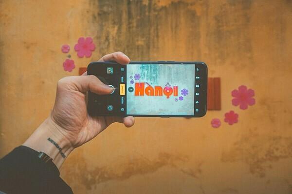 Tới đây, đồng hành cùngchiếc Realme 5s giúpbạnlưu lại nhữngkỷniệm khổng lồ của một người du hành thời gianqua chiếc camera sắc nét cùng bộ nhớ khủng. Địa chỉ: Ngách 60 Ngõ 40 Tạ Quang Bửu, Quận Hai Bà Trưng, Hà Nội.