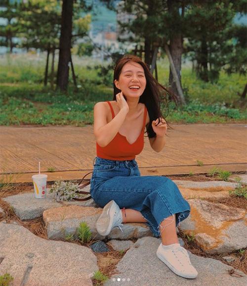 Phong cách mới mẻ của hot girl Hà thành gây bất ngờ với người hâm mộ.