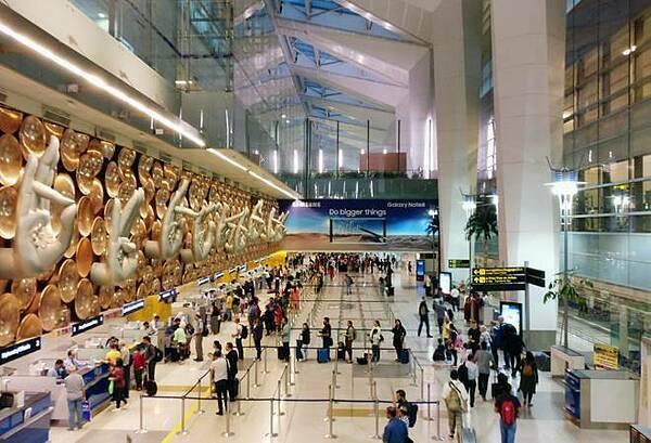Sân bay quốc tế  Indira Gandhi, Delhi, Ấn Độ.