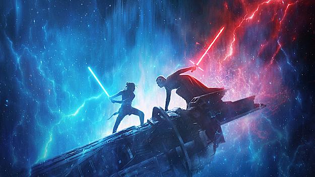 Màn đấu kiếm ánh sáng Lightsaber giữa hai nhân vật chính trong phim.